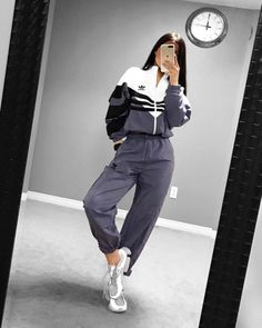 40 Casual And Fashionable Sports Outfits You Would Obsessed With - Page 3 of 40 Hijab hijab gym clothes Adidas Shoes Outfit, Nike Outfits, Sport Outfits, Hiking Outfits, Pants Adidas, Sneaker Outfits, Teenage Outfits, Teen Fashion Outfits, Trendy Outfits