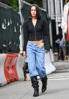 Wie trägt man den Slouchy Boots-Trend im Herbst Fall Fashion Boots, Fall Fashion Outfits, Big Fashion, Fall Fashion Trends, Autumn Winter Fashion, Fall Trends, Fall Boots, Trending Fashion, Winter Style