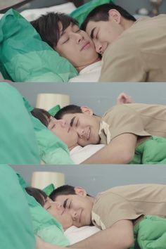 Frank & Drake such a lovely cp in this drama 💜 Drake, Cute Asian Guys, Thai Drama, Drama Series, Gay Couple, Asian Men, Engineer, Fiat, Memes