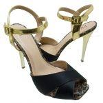 Sandália Plataforma Meia Pata DM Extra Cetim Preto com Dourado. Fivela dourada na lateral que facilita o calce. Forro e palmilha bege, debru...