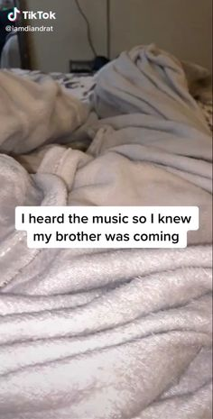 Cute Siblings TikTok Cute Siblings TikTok,stupid funny memes Aawwee your brother is so cute! Crazy Funny Memes, Funny Video Memes, Stupid Memes, Funny Relatable Memes, Wtf Funny, Funny Texts, Funny Jokes, Epic Texts, Funny Minion