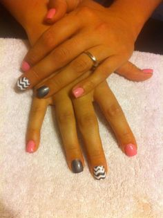 Gelish nails. So cute! Love this look.