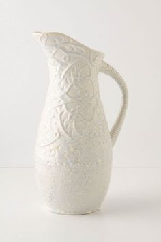 reminds me of milk glass, which i *love*