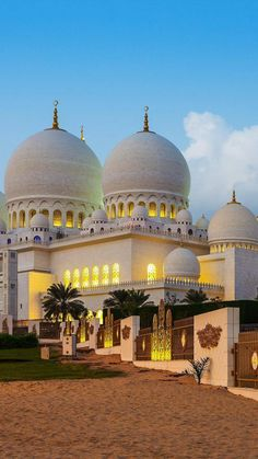 Top 25 beautiful mosques of the world Iphone Wallpaper Architecture, Islamic Wallpaper Iphone, Mecca Wallpaper, Islamic Images, Islamic Pictures, Islamic Art, Hadith In English, Wallpaper Ramadhan, Ramadan Mubarak Wallpapers