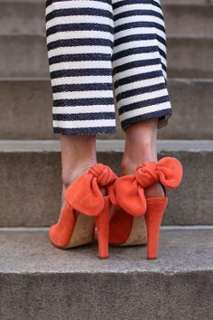 peek-a-bow pumps and striped pants