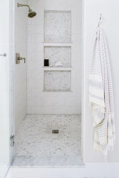 28 Inspirational Walk in Shower Tile Ideas for a Joyful Showering 2019 Walk in shower with triple stacked shower niche. 28 Inspirational Walk in Shower Tile Ideas for a Joyful Showering 2019 Walk in shower with triple stacked shower niche. Small Shower Remodel, Small Bathroom With Shower, Small Showers, Diy Shower, Diy Bathroom Remodel, Bathroom Renovations, Bathroom Interior, Shower Ideas, House Renovations