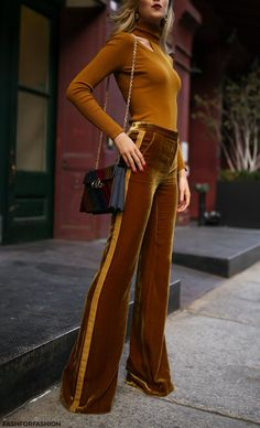 59 Velvet Outfits That Will Inspire You This Winter Outfits Teen Fashion 59 Velvet Outfits That Will Inspire You This Winter - Fashion New Trends 70s Outfits, Street Style Outfits, Mode Outfits, Fashion Outfits, Fashion Tips, Fashion Trends, Trending Fashion, Fashion Bloggers, Fashion Ideas