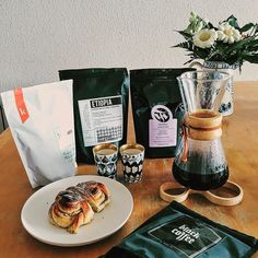 Tested all the beans from my #oslo trip with nice #cardamomrolles from #lund #sweden some weekends ago with my good #coffee friend @chi.tomita. It was a #fun #afternoon. #latergram #coffeegeek #coffeesesh #blackcoffee #thirdwavecoffee #thirdwave #specialitycoffee #kardemommebullar #norway #skåne #copenhagen #denmark #chemex #pourover #vscocam #happy http://ift.tt/1U25kLY