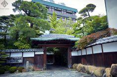 【松田屋ホテル】重厚な門構え。幕末の志士が密談をした宿