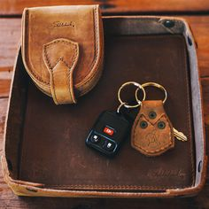 Every Day Carry Set by Saddleback Leather Company ⭐️ 100 year warranty This is a great gift set! Leather Valet Tray, Leather Bag, Saddleback Leather, Log Cabin Living, Leather Company, Everyday Carry, Leather Working, Modern Rustic, Carry On