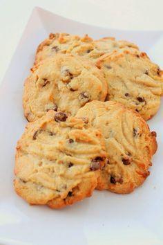 Maapähkinävoikeksit | Pienet herkkusuut No Bake Cookies, No Bake Cake, Baking Cookies, Finnish Recipes, Healthy Gourmet, Cookie Bars, Deli, Nutella, Sweet Tooth