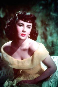 Elizabeth Taylor  http://www.glamourparis.com