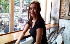 Aura Kasih Telah Membantah kalau dirinya mempunyai hubungan khusus atau pacaran dengan mantan Suami Dewi Sandra glenn Fredly.