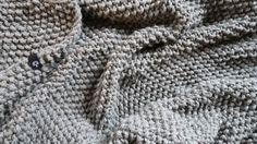 Duży, ciepły pled 200 x 200 z mega grubej włóczki 50% wełna 50% akryl wykonane ręcznie w Siedlisku na Wygonie na drutach. Idealny do otulania :) #pled #wełna #wełniany #szary #ciepły #narzuta #rękodzieło #manufaktura #nawygonie #drutach #druty #nadrutach #dziany #dziergany #robione #ręcznie #handmade #diy #blanket #knitting #knitted #grey #scandi #chunky #bulky #wool #madeinpoland