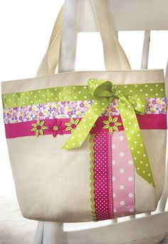 No Sew - RibbonTote - very cute bag .maybe to carry library book. Patchwork Bags, Quilted Bag, Sewing Crafts, Sewing Projects, Jute Bags, Craft Bags, Purse Patterns, Fabric Bags, Ribbon Crafts
