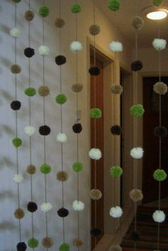 cortina con pompones de lana!