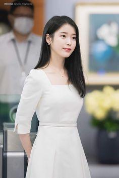 Iu Fashion, Korean Fashion Trends, Winter Fashion Outfits, Casual Outfits, Fashion Dresses, Korean Beauty, Asian Beauty, Classy Aesthetic, Kpop Girls