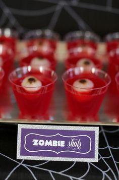 Halloween Boos Bar - Evite Check out our Zombie Shots cocktail recipe, complete with edible eyes! Halloween Zombie, Halloween Desserts, Comida De Halloween Ideas, Bolo Halloween, Postres Halloween, Hallowen Food, Halloween Party Snacks, Halloween Birthday, Halloween Jelly