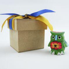 Miniatura de hasta 4 cm tallada y pintada a mano por artesanos oaxaqueñosen estuchepara regalo. Detalle ideal para visitantesnacionales y extranjeros. Figura