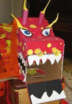 how to make a chinese dragon New Year's Crafts, Diy And Crafts, Crafts For Kids, Arts And Crafts, Dragon Mask, Dragon Head, Chinese Celebrations, Chinese New Year Dragon, Chinese New Year Activities