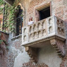"""Verona, Italy ...A 14th-Century residence with a tiny balcony overlooking a courtyard is said to be """"Juliet's House"""" ...Romeo & Juliet ❤️ . . . . . #globalcapture #main_vision #big_shotz #ig_bliss #hubs_united #master_shots #master_gallery #aplacetoremember #worldtravelpics #loves_world #jj_forum_1639 #vip_world_photo"""