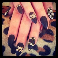 Amazing #black #gold #nailcouture