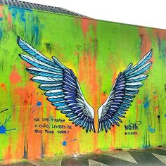 Graffiti Wall Art, Graffiti Drawing, Murals Street Art, Street Art Graffiti, Mural Art, Angel Wings Art, Street Art News, Wings Drawing, Sidewalk Chalk Art