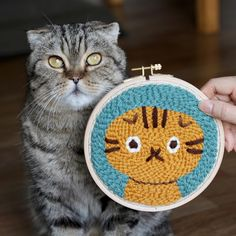 Punch needle embroidery of a cat by Studio Myome #punchneedle #punchneedleembroidery #catart #hoopart