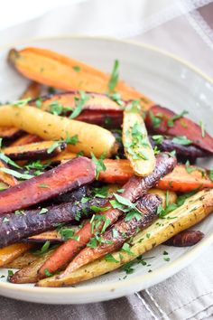 Honey Mustard & Rosemary Glazed Carrots | About 1kg medium sized multicolored  carrots;  2 tbsp extra virgin olive oil; 2 tbsp unpasteurized honey; 1 tbsp Dijon mustard;  1 tbsp fresh rosemary, finely chopped; 2 cloves garlic, minced; ½ tsp Himalayan or fine salt;  ½ tsp freshly cracked black pepper; A handful of chopped fresh Italian parsley to garnish