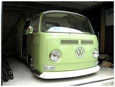 Early Bay Window VW Bus