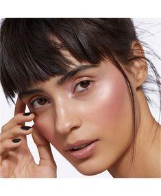 makeup for teens Glossy Makeup, Dark Skin Makeup, Natural Makeup, Natural Beauty, Makeup Brands, Best Makeup Products, Beauty Products, Cosmetics Market, Wedding