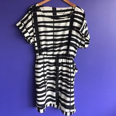 Black and white blouson top dress Black and white blouson top dress with adjustable, side tie waist in excellent condition. Forever 21 Dresses