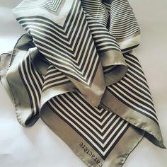 #vintage #madeinitaly #scarves #flowers #fashionblogger #fashion #etsy #caractere