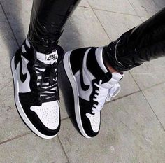 Jordan Shoes Girls, Girls Shoes, Nike Jordan Shoes, Air Jordan Sneakers, Cool Nike Shoes, Cool Nikes, White Nike Shoes, Michael Jordan Shoes, Cute Sneakers