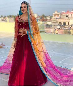These Maroon Bridal Lehengas Are The New Bridal Color That You Must Consider. For more such bridal information, visit shaadiwish. Latest Bridal Lehenga, Bridal Dupatta, Wedding Looks, Bridal Looks, Bridal Style, Bridal Makeup Images, Indian Bridal Makeup, Sikh Bride, Marathi Bride