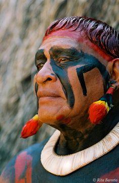 Índios da tribo Kuikuro do Alto Xingú, no Mato Grosso, BR.