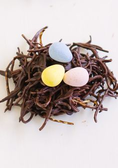 A quick and simple recipe perfect for making with this kids for Easter brunch: Chocolate Haystacks Birds Nest Cookies. Yummy and cute for Easter! Bird Nest Cookies Recipe, Easter Cookies, Easter Treats, Chocolate Easter Nests, Chocolate Haystacks, Filled Easter Baskets, Kid Desserts, Egg Decorating, How Sweet Eats