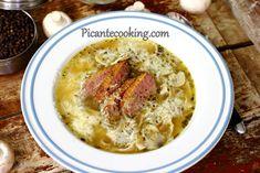 Przepis na bardzo esencjonalną i aromatyczną zupę z kaczki przypominającą rosół z pieczarkami, aromatycznym suszonym majerankiem, gryczanym makaronem i tartym serem. Cheeseburger Chowder, Cooking, Recipes, Food, Tart, Kitchen, Essen, Meals, Eten
