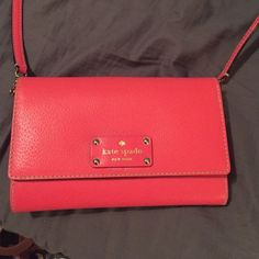 kate spade purse Pink kate spade purse. Only used once. It's like new! kate spade Bags