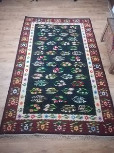 Vintage Oltenia floral rug from the good condition, unique find m × m Floral Rug, Handmade Items, Handmade Gifts, Bohemian Rug, Rugs, Etsy, Vintage, Home Decor, Kid Craft Gifts