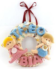 Enfeite para Porta de Maternidade e para Quarto de Bebê, Guirlanda em Feltro Personalizada para Gêmeos, feito a mão.