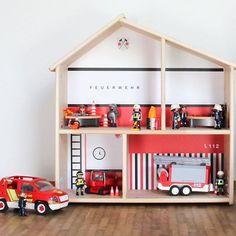 BRANDNEU und seit heute in unserem Shop: Wir verwandeln das IKEA FLISAT Puppenhaus in eine Feuerwache.  Genügend Flammen für Löschaktionen sind auf dem Stickerbogen natürlich auch dabei! Damit wäre das erste Weihnachtsgeschenk für kleine Feuerwehrfans doch schon geklärt, oder? #feuerwehr #feuerwache #flisat #ikeapuppenhausmalanders #playmobil #ikeahack #geschenkideen #limmaland #kinderzimmer #ikeaflisat #flisat #ikeapuppenhaus #ikeadiy #ikeakids #ikealover #ikeahacks