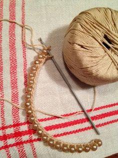 Tutorial perle e crochet Crochet Necklace Pattern, Crochet Beaded Bracelets, Bead Crochet, Beaded Jewelry, Handmade Jewelry, Bead Necklaces, Big Jewelry, Silver Jewellery, Handmade Silver