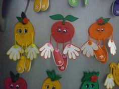 Resultado de imagen para moldes de sujetadores  cortinas de vaca Funny Fruit, Classroom Decor, Preschool Activities, Christmas Ornaments, Holiday Decor, Ideas, Tegucigalpa, Crafts, Bulletin Boards