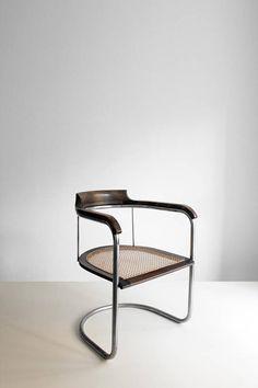 Danish modernism ca 1930 Find Furniture, Furniture Decor, Modern Furniture, Furniture Design, Bauhaus, Table Saw Accessories, Modernisme, Chaise Vintage, Vintage Design