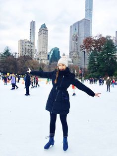 5 day New York City travel itinerary for Christmas time in New York City. Things to do and must-see places in New York December New York Outfits, City Outfits, Winter Outfits, New York City Vacation, New York City Travel, Weekender, New York In December, November 2019, New York Bucket List