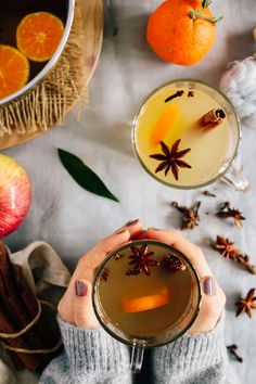 Make Your Own Mulled Apple Tangerine Cider | http://hellonatural.co/make-your-own-mulled-apple-tangerine-cider/