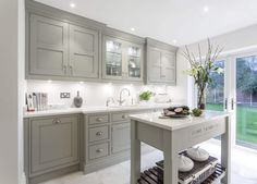 This shaker style kitchen diner design is the perfect entertaining space for all the family and features the latest cutting-edge Miele appliances.