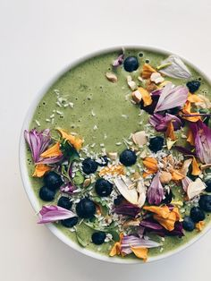Superfood Spinach Hemp Smoothie Bowl — Live The Little Things - sustainable travel, real food recipes, sustainability tips Kiwi Smoothie, Coconut Smoothie, Green Smoothie Recipes, Easy Smoothies, Detox Smoothies, Nutritious Breakfast, Vegan Breakfast, Post Workout Snacks, Plant Based Breakfast