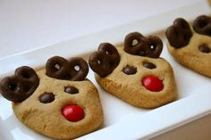 These might very well be the cutest Christmas cookies I've ever seen. I love the chocolate antlers... ... and the adorable fat little faces....